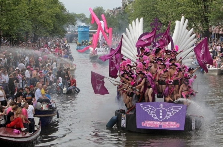 Amsterdam Gay Pride – duhová party